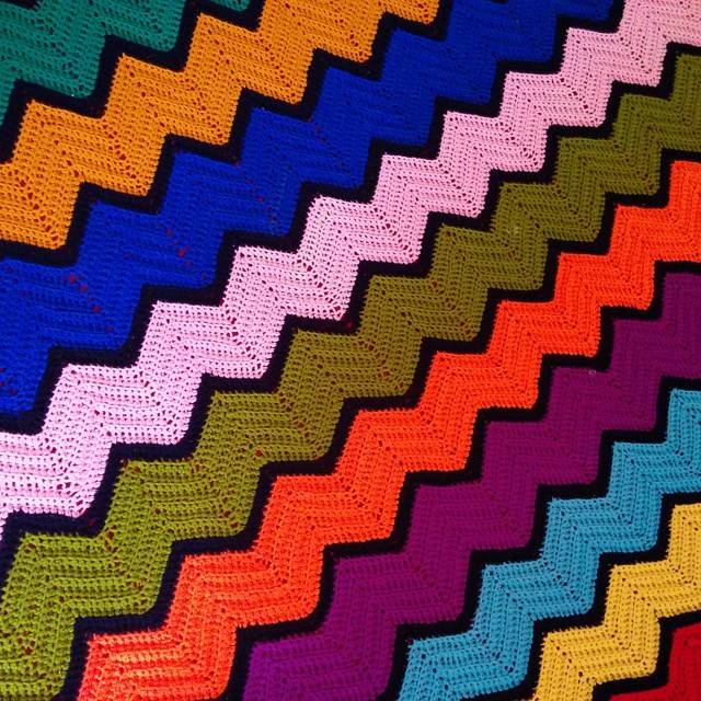Now this is stunning crochet work. Loving #colombian colors.
